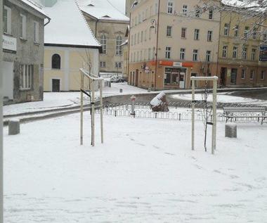 Fatalne warunki do jazdy na Dolnym Śląsku. Wypadek autobusu z dziećmi