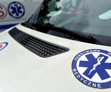 Siedlce: Auto ruszyło podczas naprawy i przygniotło 2-latka do ściany. Dziecko zmarło