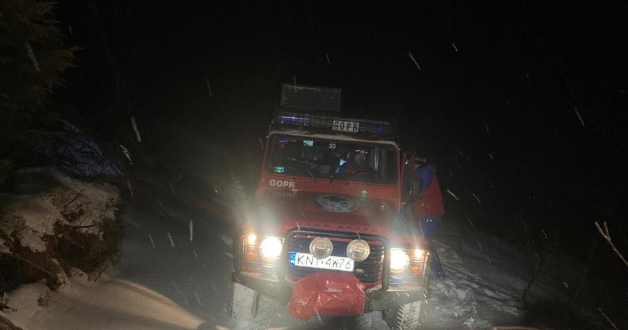 Nocna akcja GOPR-u w Beskidach. Ratownicy proszą: #zostańwdomu