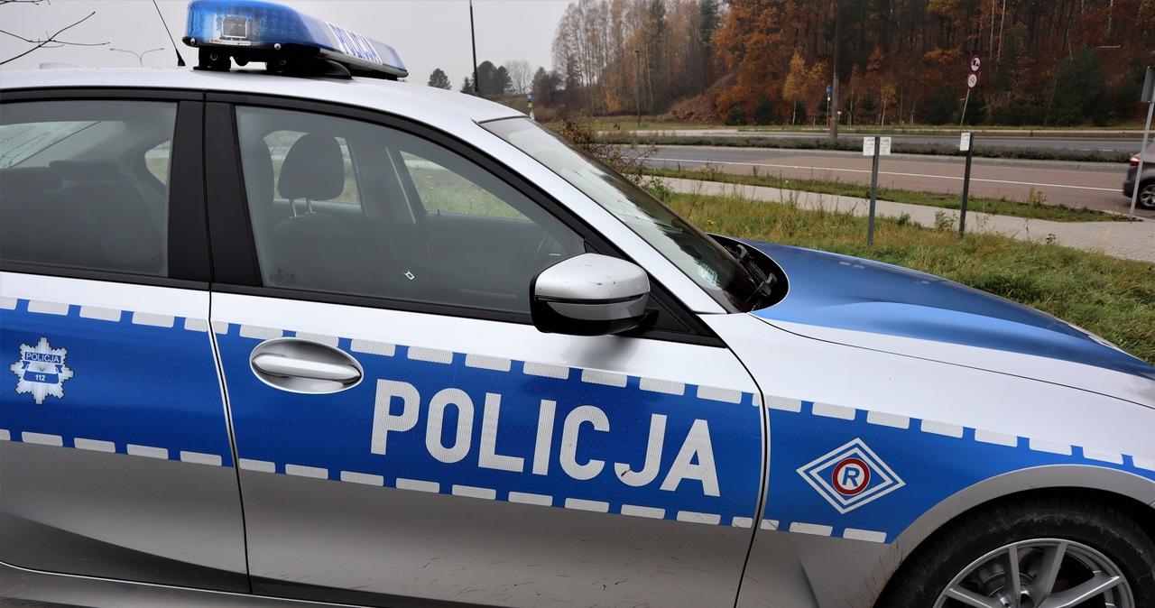 Tragiczny wypadek pod Ostrołęką. Auto uderzyło w drzewo, zginęły 3 osoby