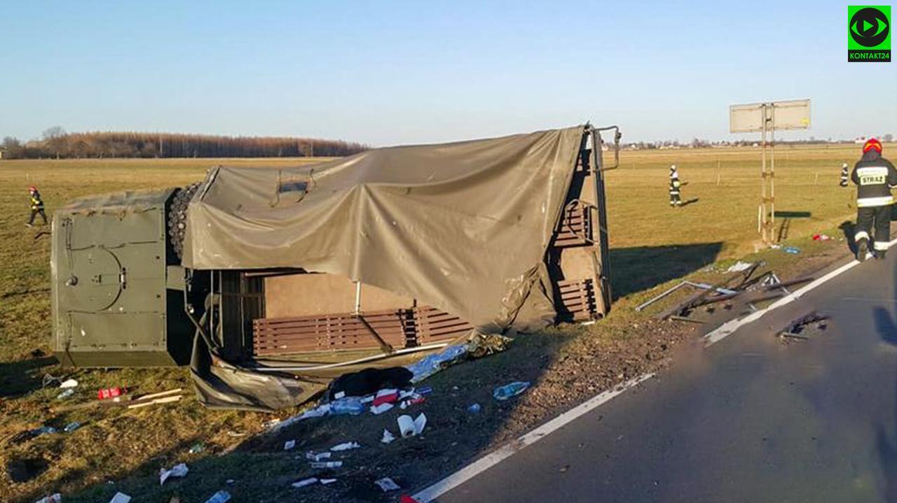 Ciężarówka na boku, ponad 20 żołnierzy poszkodowanych. Prokuratura bada okoliczności wypadku