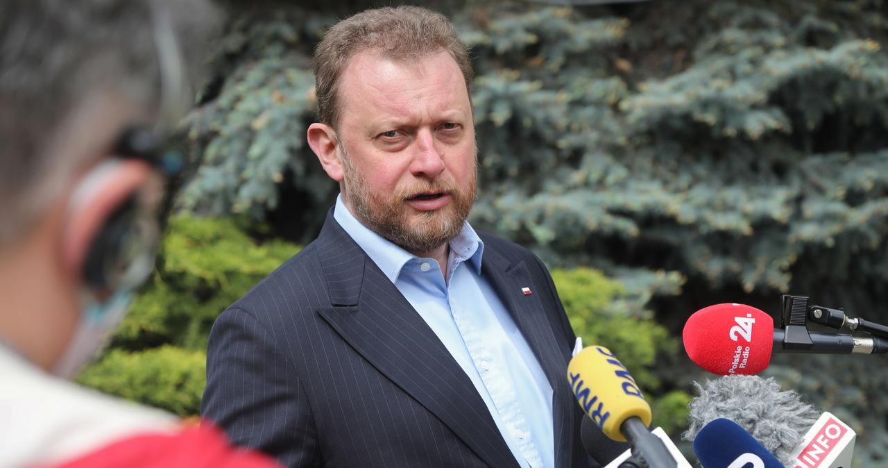 """Respiratory kupione od firmy produkującej motolotnie. """"Gazeta Wyborcza"""" o zakupach resortu zdrowia"""